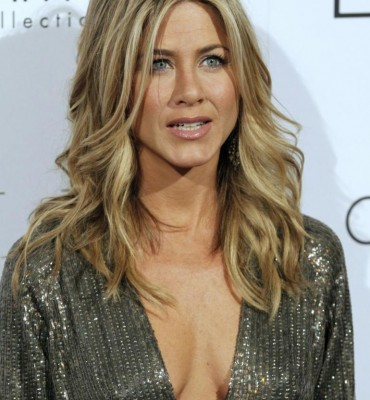 Jennifer Aniston puts on weight for her role in Cake (IB Times)