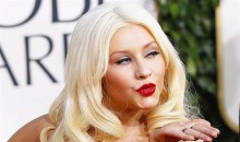 Christina Aguilera blows a kiss